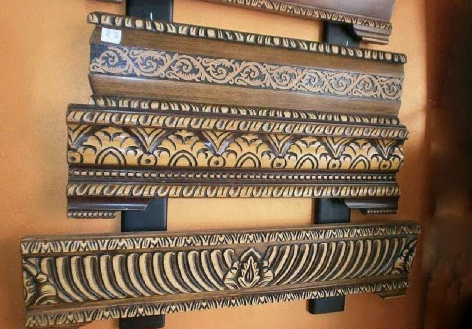 Banquettes en bois pour salon traditionnel - Déco Salon Maroc